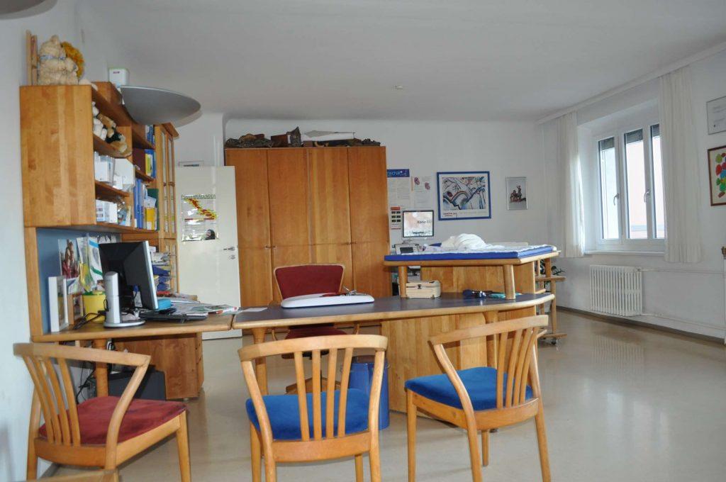 Der blaue Raum, einer von 3 Ordi-Untersuchungsräumen.